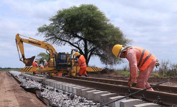 El plan de recuperación del Belgrano Cargas ya alcanzó los 600 kilómetros de vías renovadas, generando más de 3.700 puestos de trabajo.