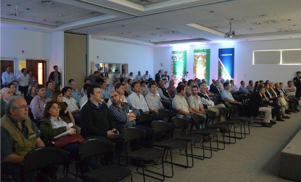 Autoridades gubernamentales, representantes empresariales, técnicos y clientes presentes en el acto inaugural del Seedcare Institute de Syngenta