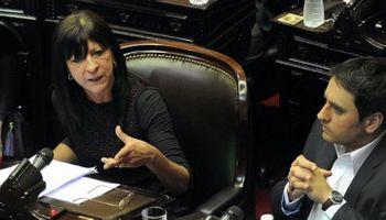 """Abastecimiento: en el inicio del debate, Conti admitió que la ley es para """"disponer"""" de los granos"""