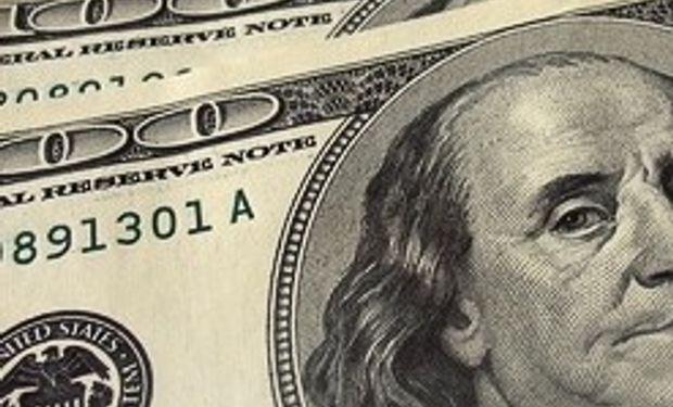 El dólar avanza a un ritmo consistente con una suba anual de casi 34%