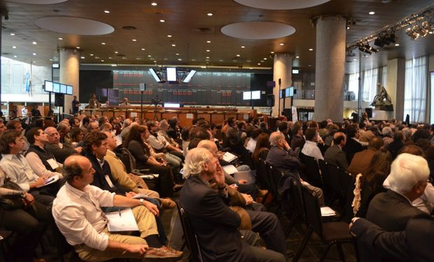 A sala llena se llevó a cabo la 10° edición de Agrotendencias en la Bolsa de Cereales de Buenos Aires.