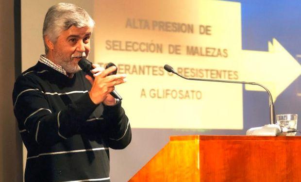 Daniel Tuesca, de la Universidad Nacional de Rosario, es uno de los más importantes malezólogos del país. Dice que hay que usar nuevos principios activos.