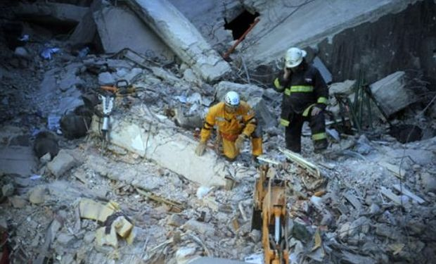 La búsqueda de los tres desaparecidos se reanudó esta mañana tras una explosión en la Zona Cero