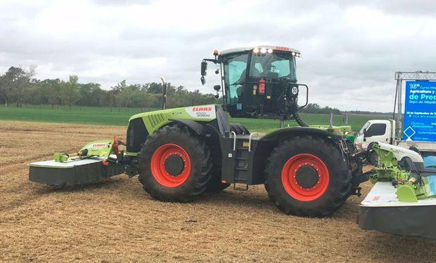 CLAAS Argentina presentó el sistema ISOBUS en su tractor XERION 4500 equipado con una segadora DISCO 1100 de 10,70 metros de ancho de trabajo y pliegue vertical.
