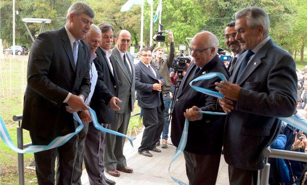 Buryaile inauguró un nuevo centro de investigación científica en INTA Castelar