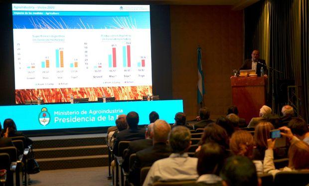 Luis Urriza y Martín Moreno de la Subsecretaría de Agricultura presentaron los indicadores de la campaña 2017/2018.