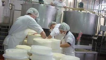 El sector lácteo acordó una suba salarial del 15% en dos tramos