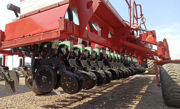 """Ofrecen reconvertir sembradoras viejas con un sistema eléctrico de punta y aseguran un """"inmediato retorno"""""""