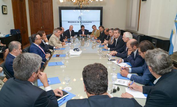 La reunión se celebró este jueves con el fin de actualizar la ley de semilla.