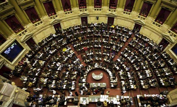 La ley fue sancionada en general por unanimidad de 56 votos.