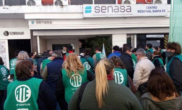 Trabajadores del Senasa Santa Fe manifiestan su más enérgico repudio y el absoluto rechazo a los despidos.