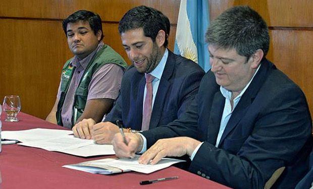 En el marco de la actividad, se rubricaron también tres acuerdos de asistencia recíproca entre Salta y el Senasa; entre Jujuy y el Senasa y entre Salta y Jujuy.