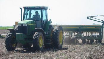 El clima inestable en Santa Fe permite el avance de la siembra