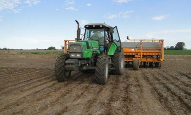 Lote en plena siembra de maíz, aún con adecuada ventana de siembra. Alcorta, Santa Fe (26-09-14). Gentileza: Ing. Walter Repetto.