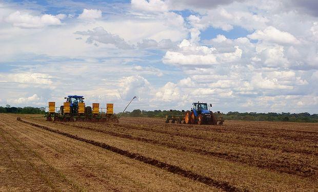 La buena disponibilidad de agua y la temperatura generaron situaciones aptas para comenzar el proceso de siembra de soja de primera.