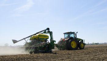 Con atrasos, avanza la siembra de soja en Brasil