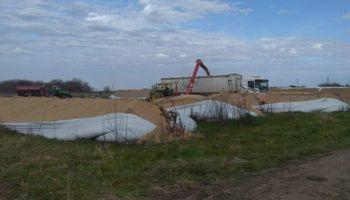 Destruyen silo bolsas del presidente de la Bolsa de Cereales de Bahía Blanca