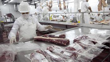 Los trabajadores de la carne acordaron un incremento salarial del 10 %