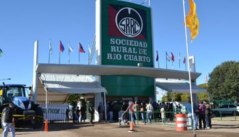 """Sociedad Rural de Río Cuarto: """"El campo sigue poniéndole el hombro al país"""""""