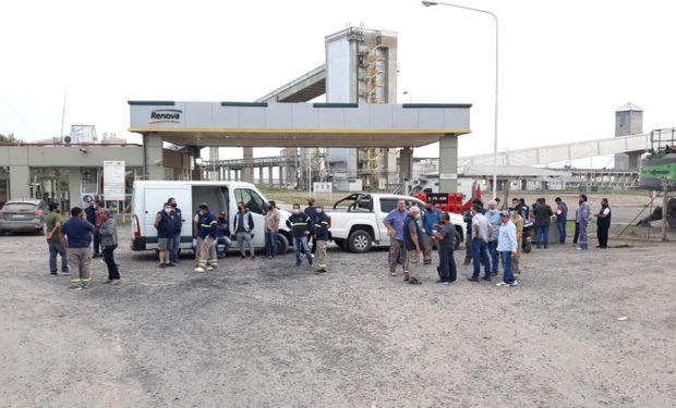 Aceiteros iniciaron un paro que afecta la descarga sobre terminales del Gran Rosario