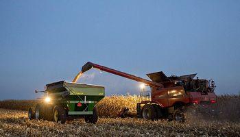 Fijan un aumento salarial para los maquinistas agrícolas de cara a la cosecha gruesa