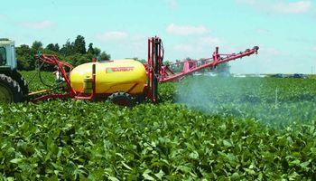 La fertilización foliar comienza a imponerse en los campos argentinos