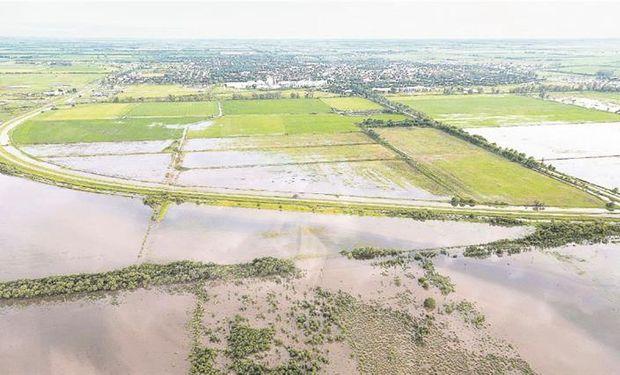 El Gobierno prometió la puesta en marcha de diversas obras para prevenir las inundaciones, como la del saneamiento del Canal San Antonio que divide a Santa Fe y Córdoba.