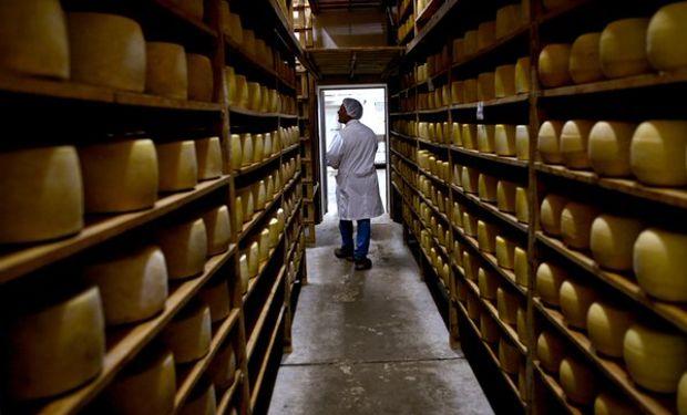 Se redujo el stock de quesos duros.