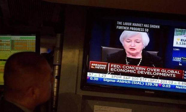 La referencia explícita a la próxima reunión de la Fed a cargo de Janet Yellen llevó a los operadores a aumentar sus apuestas a un alza en diciembre.