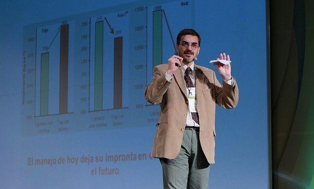 Martín Díaz Zorita, investigador con un Magíster en Ciencias Agrícolas de la Universidad Nacional del Sur y PhD en Ciencias del Suelo de University of Kentucky