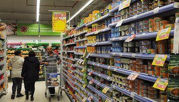 Los productos en góndola cuestan 5,4 veces más que lo que cobra el productor