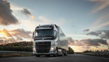Volvo Trucks consolida su liderazgo en Latinoamérica en el segmento pesados y anuncia inversiones para la región