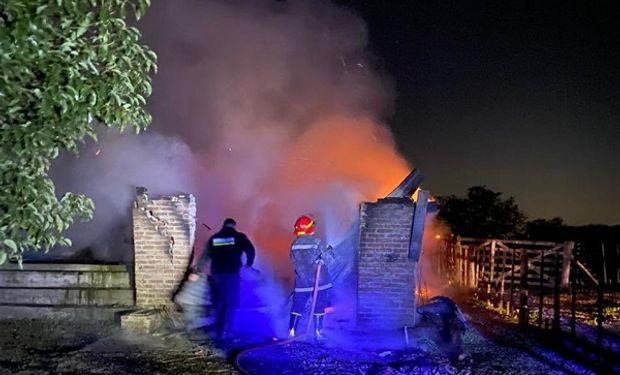 Se incendió un tambo, perdió el trabajo de 20 años y ya trabaja en la reconstrucción