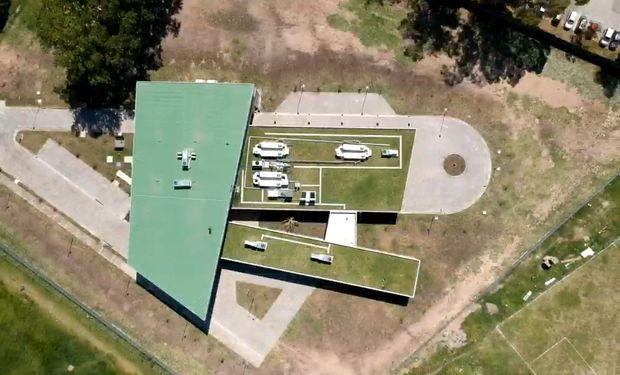 Terraza verde (1500m2) del Centro Regional de Hemoterapia, del Hospital Carrillo, Ciudadela terminado hace 2 meses. Imágenes con Drone.