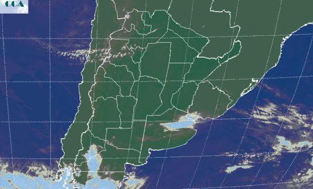 En la foto satelital, se observan algunas nubes transitando del centro para el noreste de Buenos Aires, con mínimo potencial pluvial.