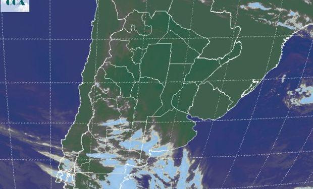 En el recorte de imagen satelital, se observa la nubosidad concentrada en el este de la Patagonia, la cual expande su influencia hasta el sudoeste de la región pampeana.