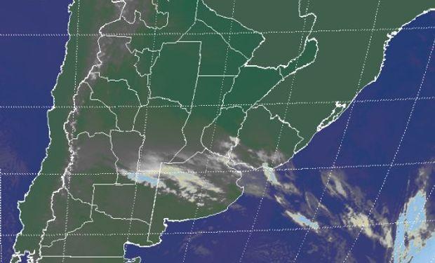 La imagen satelital evidencia la cobertura de nubosidad baja