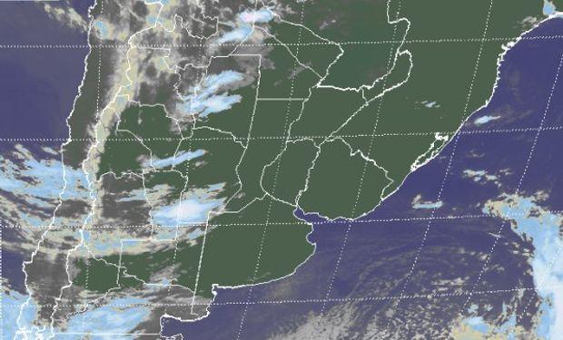 Se destaca la diferencia este oeste en la configuración del campo de nubosidad.
