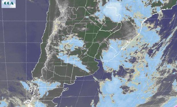En el recorte de la Imagen Satelital se puede observar como se desplaza la vasta extensión nubosa que confirió las últimas lluvias.
