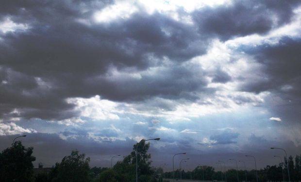 Sobre el norte argentino se prevé viento del sector norte con ascenso de las temperaturas y nubosidad en aumento hacia la noche.