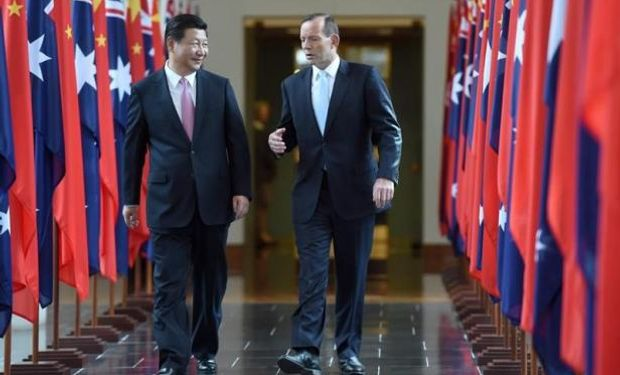 Ministro australiano de Comercio, Andrew Robb y su homólogo chino, Gao Hucheng. EFE