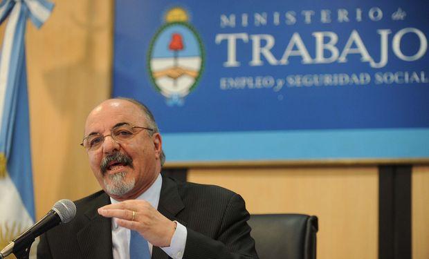 Gobierno estudia modificación de ganancias pero pidió responsabilidad