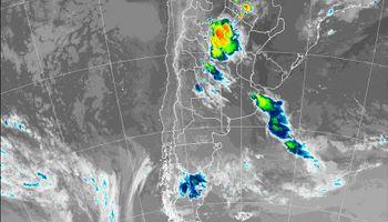 Se renovó el alerta por tormentas fuertes y se podrían intensificar en las próximas horas