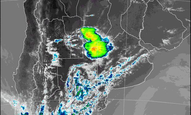 Avanzan algunas tormentas sobre el centro.