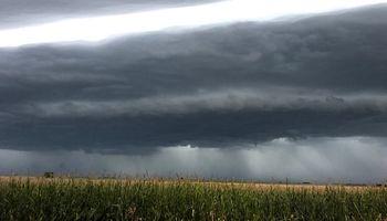 Alerta por tormentas fuertes y actividad eléctrica para la región centro