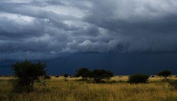 El Servicio Meteorológico emitió un alerta por tormentas intensas en el centro del país