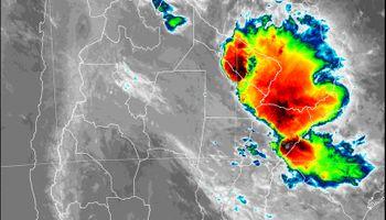 Lluvias: el principal núcleo de tormentas sigue instalado en el extremo norte del NEA