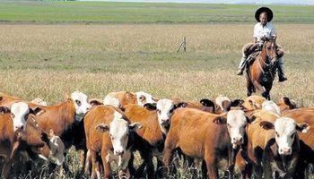 ¿En cuánto fueron fijados los valores mínimos y máximos de la prestación por desempleo de agrarios?