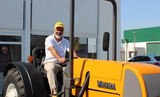 Jorge Primoleti y su tractor Valtra BF 75.