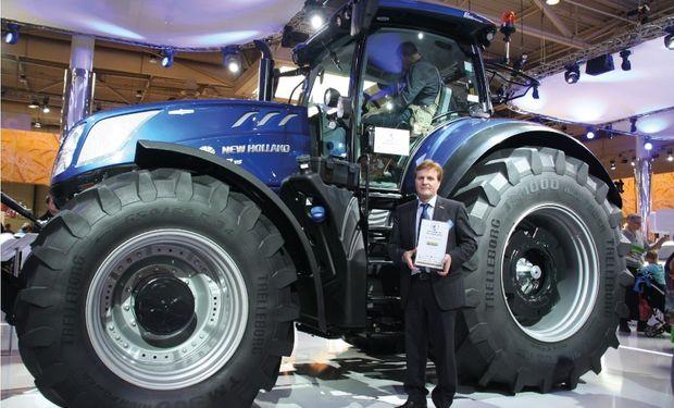El T7.315 posee gran versatilidad para realizar una amplia gama de trabajos de campo y transporte.